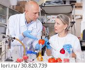Купить «Genetic scientists working in laboratory», фото № 30820739, снято 24 января 2019 г. (c) Яков Филимонов / Фотобанк Лори