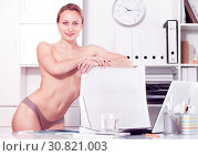 Купить «smiling girl in underpants in the office», фото № 30821003, снято 24 апреля 2017 г. (c) Яков Филимонов / Фотобанк Лори