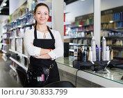 Купить «Young worker female hairstylist standing in cosmetics studio», фото № 30833799, снято 31 марта 2018 г. (c) Яков Филимонов / Фотобанк Лори