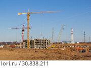 Купить «Construction of a multi-storey building on a wasteland», фото № 30838211, снято 20 апреля 2019 г. (c) Дмитрий Тищенко / Фотобанк Лори