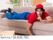 Купить «Young male contractor with boxes working indoors», фото № 30838783, снято 12 ноября 2018 г. (c) Elnur / Фотобанк Лори