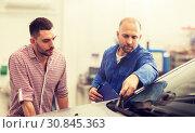 Купить «auto mechanic with clipboard and man at car shop», фото № 30845363, снято 1 июля 2016 г. (c) Syda Productions / Фотобанк Лори