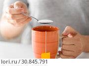 Купить «close up of woman adding sugar to cup of tea», фото № 30845791, снято 22 мая 2015 г. (c) Syda Productions / Фотобанк Лори
