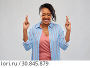 Купить «african american woman holding fingers crossed», фото № 30845879, снято 2 марта 2019 г. (c) Syda Productions / Фотобанк Лори
