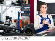 Girl mechanic taking notes on notebook. Стоковое фото, фотограф Яков Филимонов / Фотобанк Лори