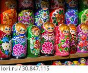 Купить «Продажа сувенирных деревянных матрешек. Манежная площадь. Город Москва», эксклюзивное фото № 30847115, снято 20 марта 2015 г. (c) lana1501 / Фотобанк Лори