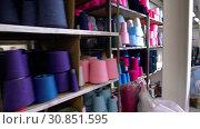Купить «Spools of thread on the shelves video», видеоролик № 30851595, снято 25 мая 2019 г. (c) Гурьянов Андрей / Фотобанк Лори