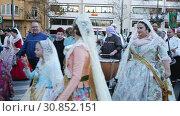 Купить «Holiday procession in national dressed during Falles (Fallas) celebration in Valencia», видеоролик № 30852151, снято 18 марта 2019 г. (c) Яков Филимонов / Фотобанк Лори