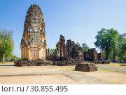 Вид на руины древнего буддистского храма Wat Phra Pai Luang. Исторический парк  Сукхотай, Таиланд (2016 год). Стоковое фото, фотограф Виктор Карасев / Фотобанк Лори