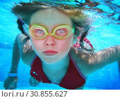 Купить «Girl in goggles swim and dive under water.», фото № 30855627, снято 26 августа 2009 г. (c) Gennadiy Poznyakov / Фотобанк Лори