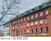Headquarters of Deutsche Wohnen Wohnungsgesellschaft (2019 год). Редакционное фото, агентство Caro Photoagency / Фотобанк Лори
