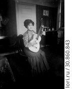 "Купить «USA New York -- 1910 -- Elvira de Hidalgo with guitar (December 28, 1891 â. "" January 21, 1980) - was a prominent Spanish coloratura soprano, who later...», фото № 30860843, снято 15 июля 2019 г. (c) age Fotostock / Фотобанк Лори"