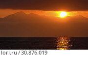 Купить «Вечерний морской пейзаж, облака, подсвеченные солнцем на закате, с видом на горы на горизонте», видеоролик № 30876019, снято 20 мая 2019 г. (c) А. А. Пирагис / Фотобанк Лори