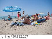 Купить «Отдыхающие на городском пляже Туапсе», фото № 30882267, снято 25 августа 2012 г. (c) Илья Галахов / Фотобанк Лори