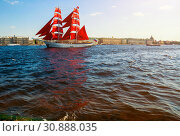 "Бриг ""Россия"" с алыми парусами, река Нева, Санкт Петербург. St Petersburg, Russia. Brig with Scarlet sails on the Neva river. Sunny view (2019 год). Редакционное фото, фотограф Зезелина Марина / Фотобанк Лори"