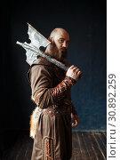 Купить «Angry viking with axe, barbarian image», фото № 30892259, снято 27 марта 2019 г. (c) Tryapitsyn Sergiy / Фотобанк Лори