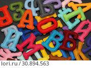 Купить «Разноцветные буквы из фетра на чёрном фоне», эксклюзивное фото № 30894563, снято 3 ноября 2018 г. (c) Dmitry29 / Фотобанк Лори