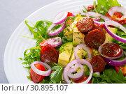 Купить «Arugula salad with avocado, roasted chorizo sausage», фото № 30895107, снято 23 июля 2019 г. (c) Яков Филимонов / Фотобанк Лори