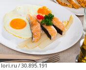 Купить «Fried eggs with salmon and asparagus», фото № 30895191, снято 20 июля 2019 г. (c) Яков Филимонов / Фотобанк Лори