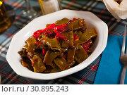 Купить «Stewed green beans with pepper», фото № 30895243, снято 15 июля 2019 г. (c) Яков Филимонов / Фотобанк Лори
