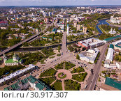 Aerial view of city of Oryol with bulidings and river, Russia (2019 год). Стоковое фото, фотограф Яков Филимонов / Фотобанк Лори