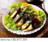 Купить «Smoked scomber with vegetable garnish», фото № 30917391, снято 21 сентября 2019 г. (c) Яков Филимонов / Фотобанк Лори