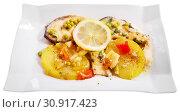 Купить «Refreshing salmon with vegetable garnish», фото № 30917423, снято 21 сентября 2019 г. (c) Яков Филимонов / Фотобанк Лори