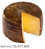 Купить «Wheel of cheese Manchego with cut slice», фото № 30917459, снято 28 января 2020 г. (c) Яков Филимонов / Фотобанк Лори