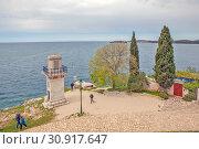 Купить «Маяк на краю пляжа Монте. Ровинь. Хорватия», фото № 30917647, снято 6 мая 2019 г. (c) Сергей Афанасьев / Фотобанк Лори