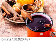Купить «Mulled wine hot drink with citrus and spices», фото № 30920487, снято 1 ноября 2018 г. (c) easy Fotostock / Фотобанк Лори