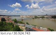 Купить «Прекрасный вид на город Будапешт в Венгрии солнечным летним днем», видеоролик № 30924743, снято 3 июня 2019 г. (c) Яна Королёва / Фотобанк Лори