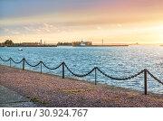 Купить «Финский залив на закате Gulf of Finland and lighthouses in Kronstadt», фото № 30924767, снято 22 сентября 2018 г. (c) Baturina Yuliya / Фотобанк Лори