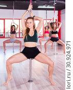 Купить «Women practicing pole dancing», фото № 30924971, снято 17 июня 2019 г. (c) Яков Филимонов / Фотобанк Лори