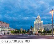 Купить «Триумфальная площадь (бывшая Маяковская) вечером. Москва. 2019 год», фото № 30932783, снято 12 июня 2019 г. (c) Виктор Тараканов / Фотобанк Лори