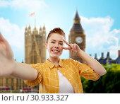 Купить «redhead teenage girl taking selfie in london», фото № 30933327, снято 28 февраля 2019 г. (c) Syda Productions / Фотобанк Лори