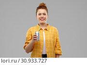 Купить «young woman or teenage girl drinking soda from can», фото № 30933727, снято 28 февраля 2019 г. (c) Syda Productions / Фотобанк Лори