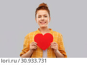 Купить «smiling red haired teenage girl with heart», фото № 30933731, снято 28 февраля 2019 г. (c) Syda Productions / Фотобанк Лори