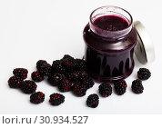 Купить «Glass jar of blackberry jam. Summer dish», фото № 30934527, снято 5 апреля 2020 г. (c) Яков Филимонов / Фотобанк Лори