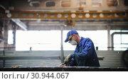 Купить «A man polishes a metal surface in the factory», видеоролик № 30944067, снято 5 апреля 2020 г. (c) Константин Шишкин / Фотобанк Лори