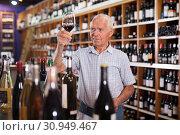 Купить «Man tasting wine in wine store», фото № 30949467, снято 8 мая 2019 г. (c) Яков Филимонов / Фотобанк Лори