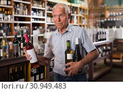 Купить «Mature male visiting winehouse in search of wine», фото № 30949483, снято 8 мая 2019 г. (c) Яков Филимонов / Фотобанк Лори