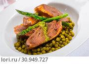 Купить «Duck breast with green pea and asparagus», фото № 30949727, снято 20 июля 2019 г. (c) Яков Филимонов / Фотобанк Лори