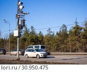 Купить «Множество камер различных систем на столбе у обочины дороги», фото № 30950475, снято 13 марта 2019 г. (c) Вячеслав Палес / Фотобанк Лори