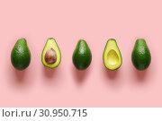 Купить «Row of fresh wholes and halves of organic avocado with kernels in center on pink backgrond. Top view», фото № 30950715, снято 26 апреля 2019 г. (c) Евдокимов Максим / Фотобанк Лори