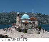 Perast, Montenegro - June 10. 2019: Church of Our Lady of Rocks on artificial island of Gospa od Skrpjela. Редакционное фото, фотограф Володина Ольга / Фотобанк Лори