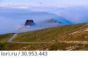 Chasseral, Berg, Gasthof, Nebelmeer, Jura, Kanton Bern, Schweiz. Стоковое фото, фотограф R. Kunz / age Fotostock / Фотобанк Лори