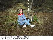 Girl sitting in the forest. Стоковое фото, фотограф Art Konovalov / Фотобанк Лори