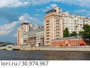 Дом на набережной. Театр Эстрады. Москва (2019 год). Редакционное фото, фотограф Александр Щепин / Фотобанк Лори