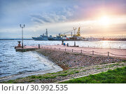 Купить «Причал Кронштадта. ships at the pier in Kronstadt», фото № 30992535, снято 22 сентября 2018 г. (c) Baturina Yuliya / Фотобанк Лори