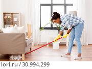 Купить «african woman or housewife cleaning floor at home», фото № 30994299, снято 7 апреля 2019 г. (c) Syda Productions / Фотобанк Лори
